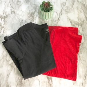 Mossimo | red black v neck tee • M